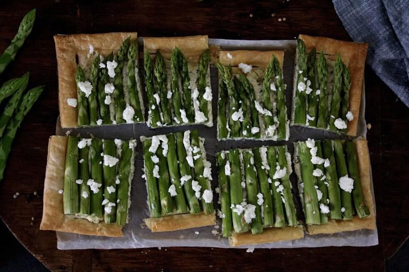 Rezept Schnelle Spargel-Blätterteig-Pizza mit Kräutercreme