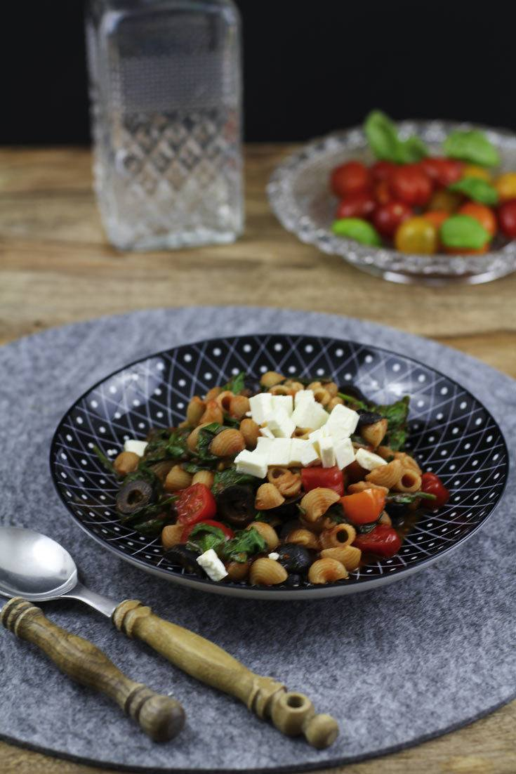 Rezept Schnelles Pasta Rezept mit Spinat, Feta und Tomaten