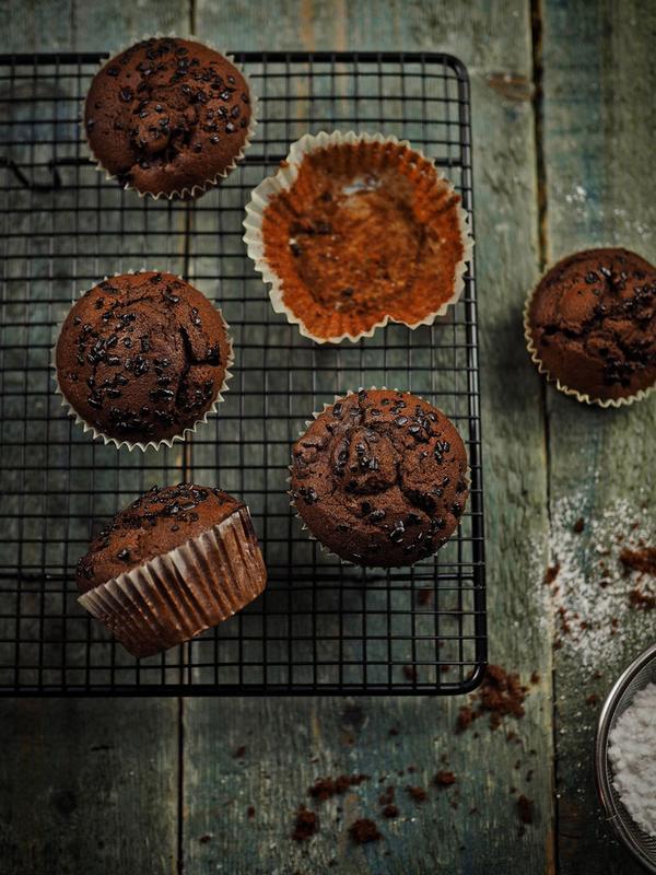 Rezept Schokoladen-Gewürzkuchen-Muffins mit Kirschen