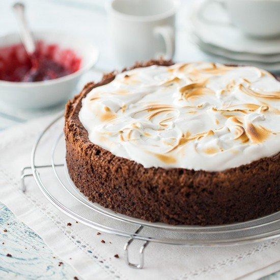 Rezept Schokoladen-Mandel-Kirsch-Kuchen mit Baiserhaube