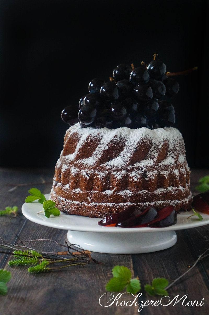 Rezept Schokoladen Rotwein Gugelhupf mit Sirup-Trauben