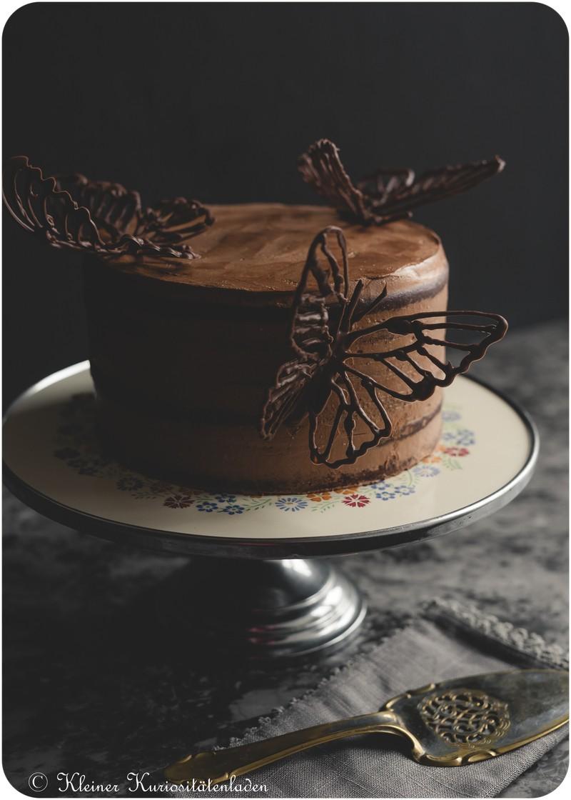 Rezept Schokoladen-Rotweintorte mit Schoko-Schmetterlingen