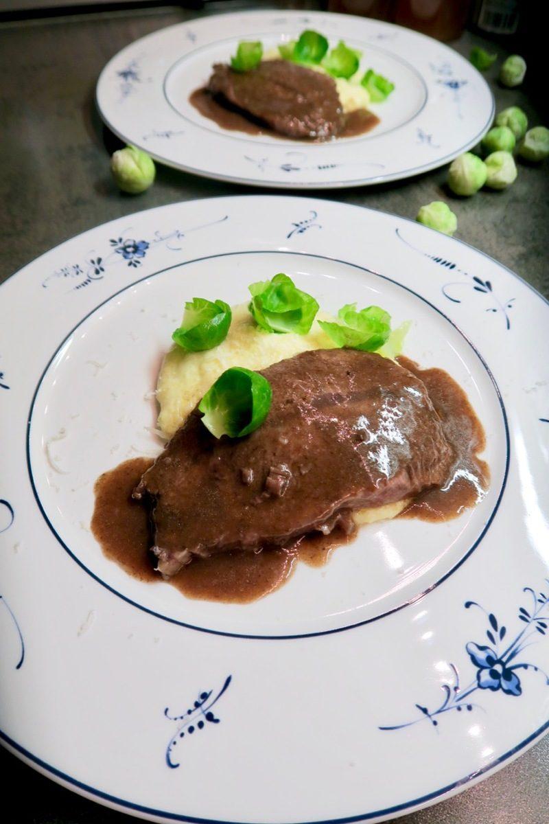 Rezept Schulterscherzl mit cremiger Polenta & Gewürzsauce