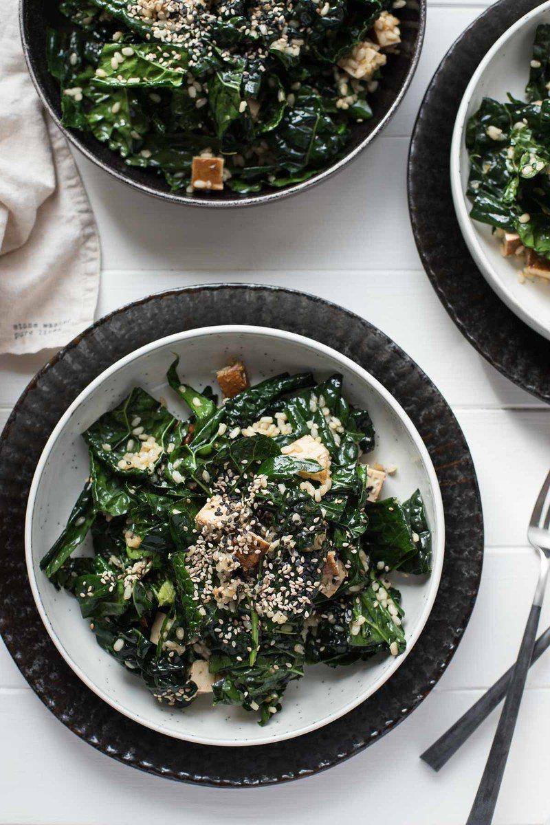 Rezept Schwarzkohl-Salat asiatische Art mit Reis und Tofu