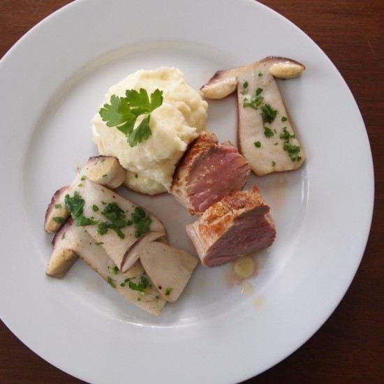 Rezept Schweinefilet mit Rosmarinbutter, Kartoffelpüree und Steinpilzen