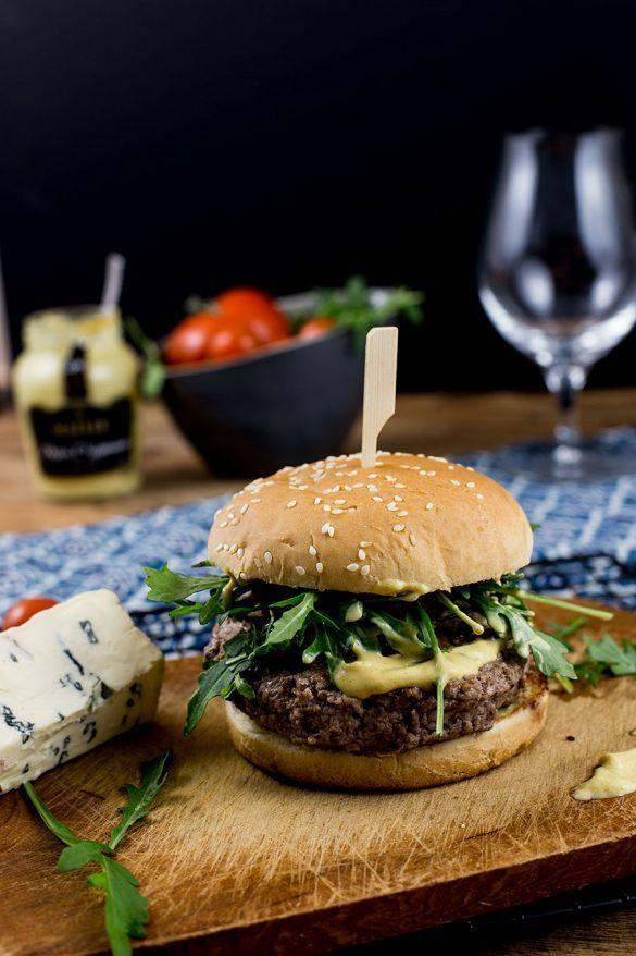 Rezept Schweinehackfleisch Burger mit Blauschimmelkäse Füllung Rezept