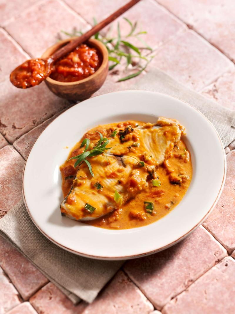 Rezept Schwertfisch in Tomaten-Wermut-Sahne-Sauce mit Estragon