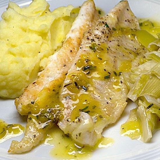 Rezept Seezungenfilets mit Zitronen-Rosmarin-Sauce und Apfel-Lauch-Gemüse