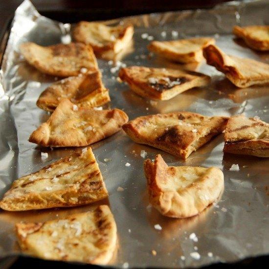 Rezept Selbst gemachte Pita Chips mit griechischem Salat
