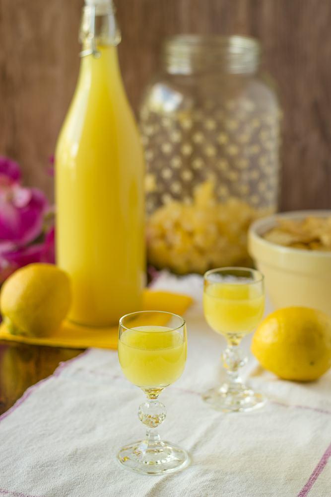 Rezept Selbstgemachter Limoncello | Einfach & Vegan