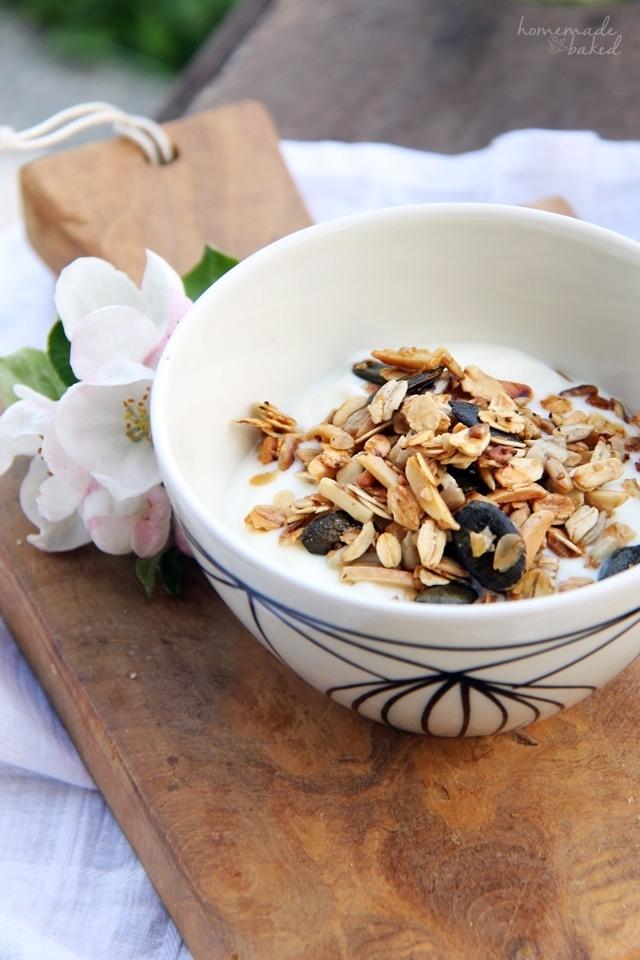 Rezept Selbstgemachtes Knuspermüsli mit Kürbiskernen und Mandeln