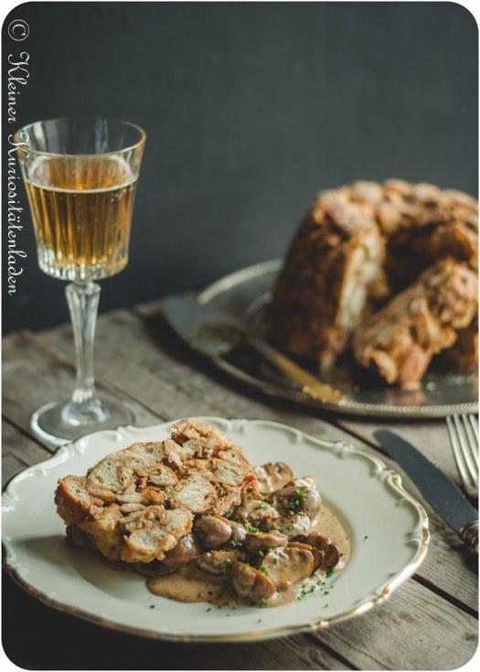 Rezept Semmelknödel-Guglhupf mit Champignon-Ragout