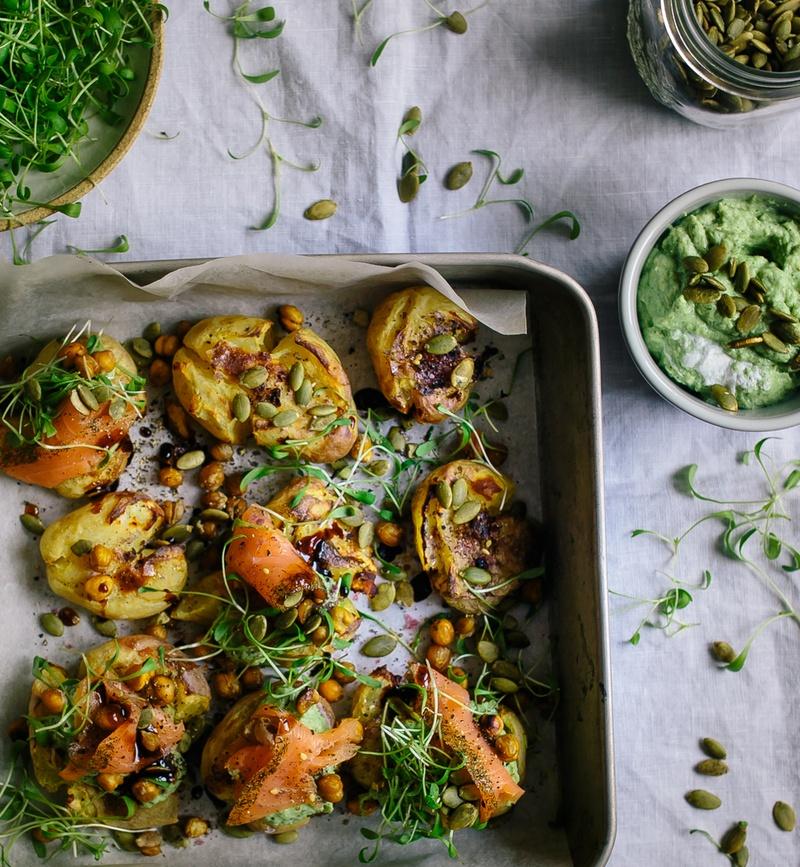 Rezept Smashed Pelkartoffeln mit Pesto und Lachs