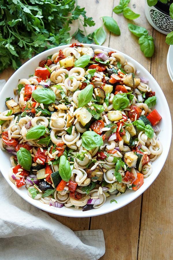Rezept Sommer Nudelsalat mit geröstetem Gemüse
