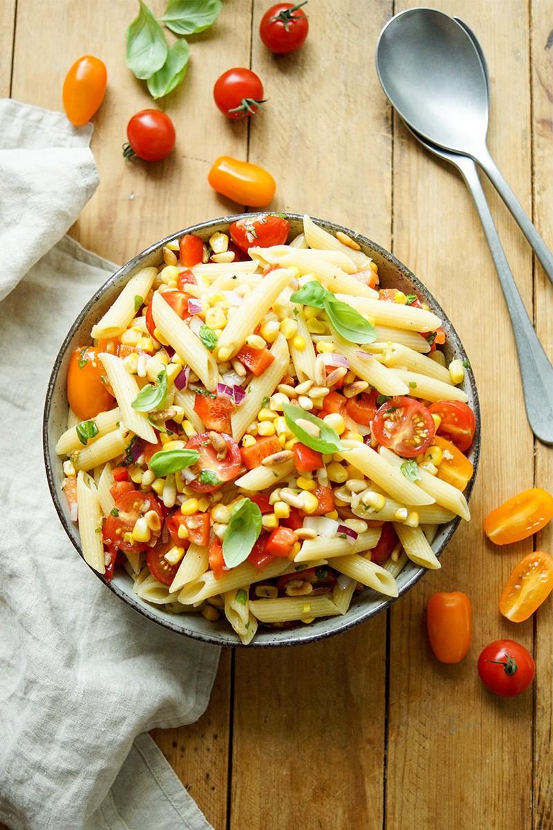 Rezept Sommer Nudelsalat mit Mais und Tomate