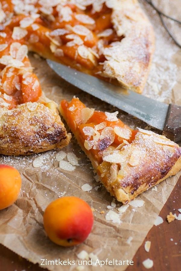Rezept Sommerliche Aprikosen-Galette mit Mandeln