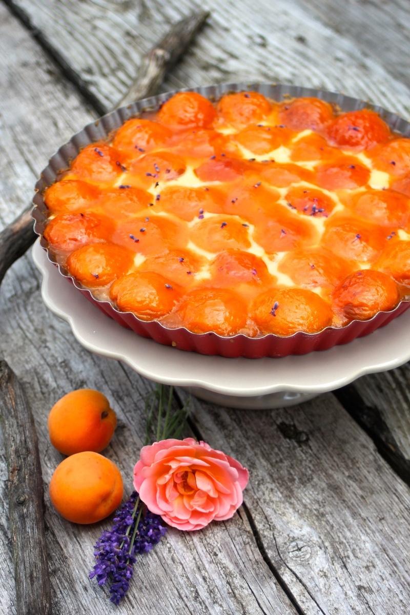 Rezept Sommerliche Aprikosen-Lavendel-Tarte mit Schmandguss