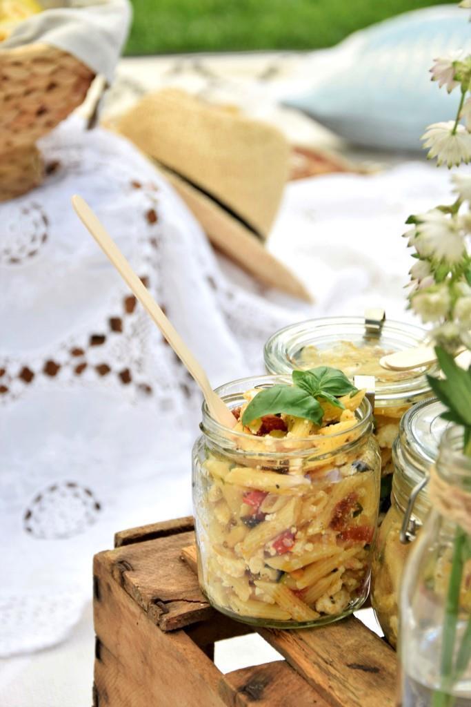 Rezept Sommerlicher Pastasalat im Glas - toll zum Picknick und Grillen!