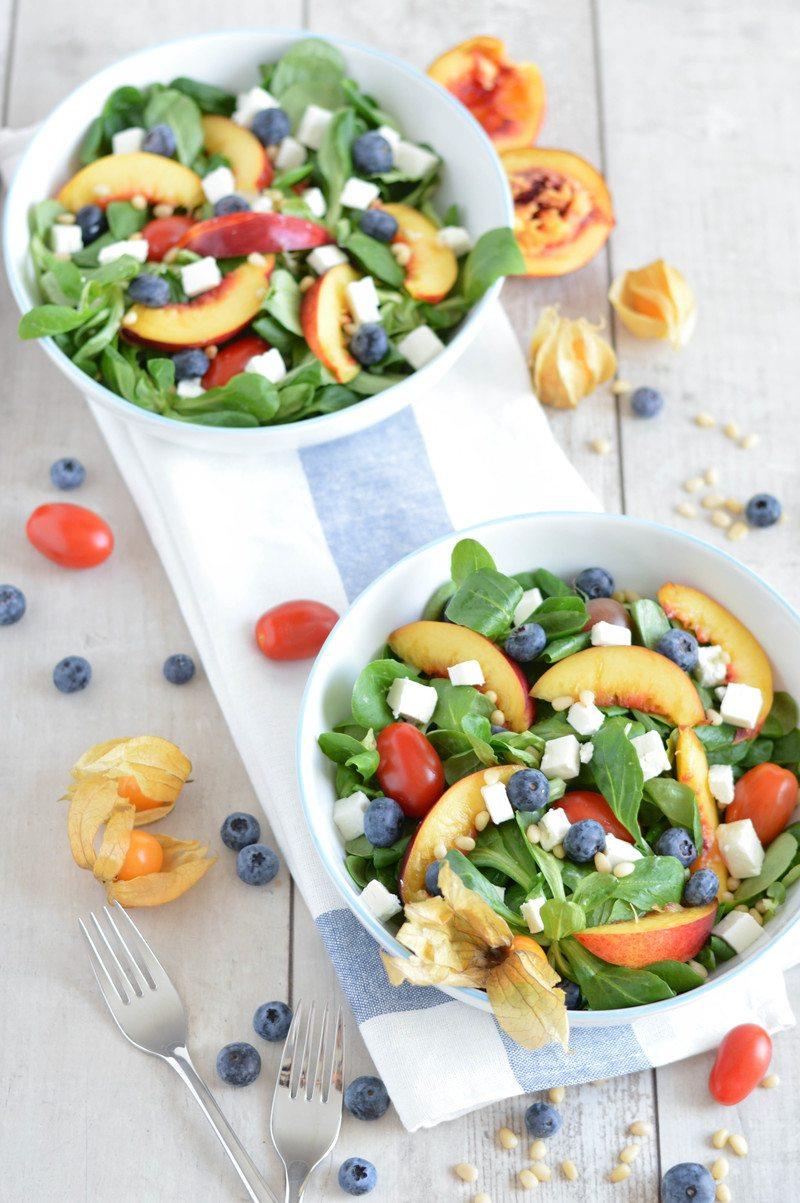 Rezept Sommersalat mit Nektarinen, Heidelbeeren & Feta