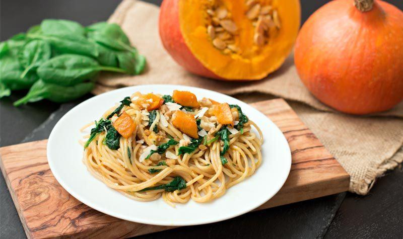 Rezept Spaghetti mit Kürbis, Spinat & Walnuss