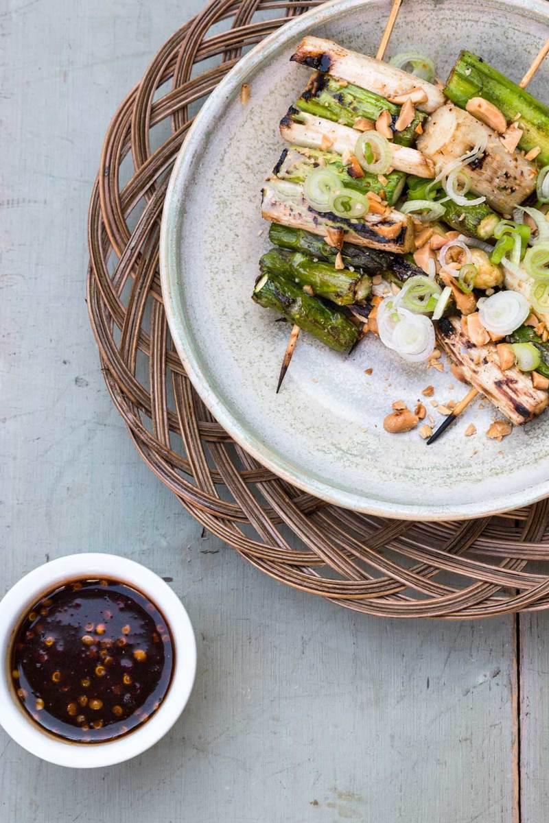 Rezept Spargel-Saté mit Erdnüssen und Ketjab manis