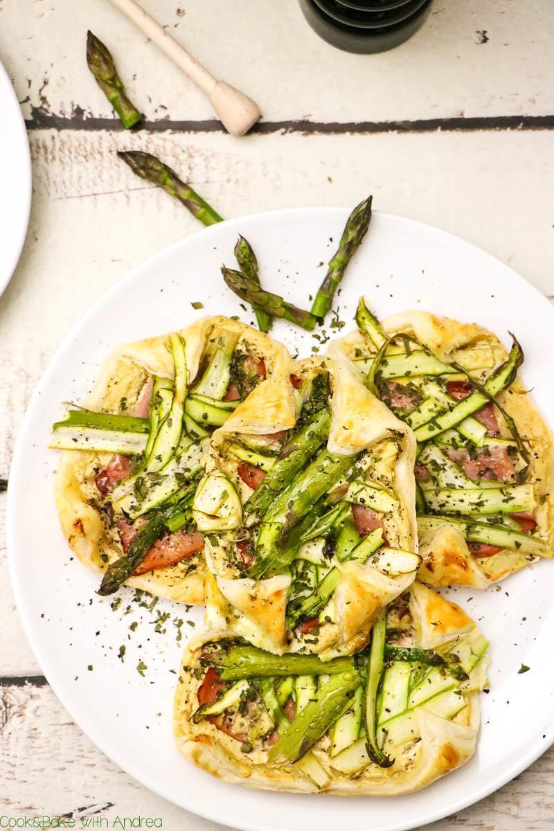 Rezept Spargeltartelettes aus Blätterteig mit Ziegenfrischkäse