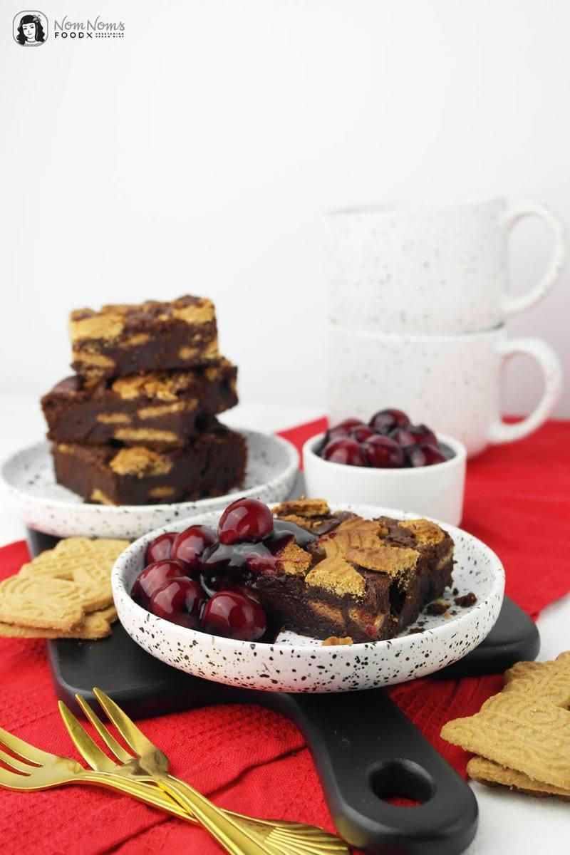 Rezept Spekulatius-Brownies mit Glühwein-Kirschen