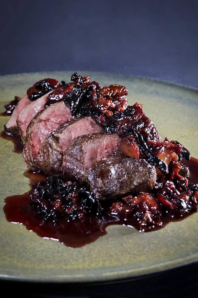 Rezept Steak aus dem Rehrücken mit Pfifferling-Pflaumen-Sauce