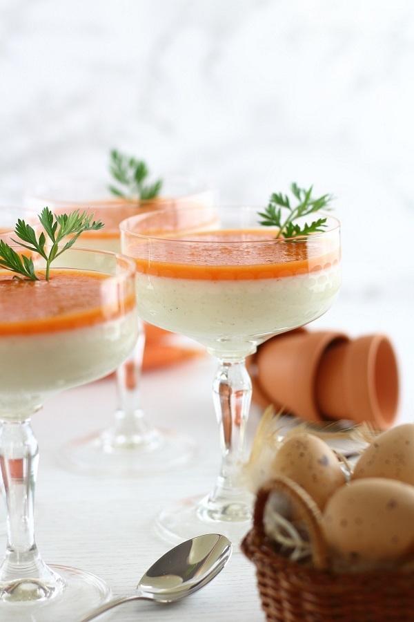 Rezept Süßer Osterbrunch: Buttermilch-Honig Panna Cotta mit Karotten-Topping