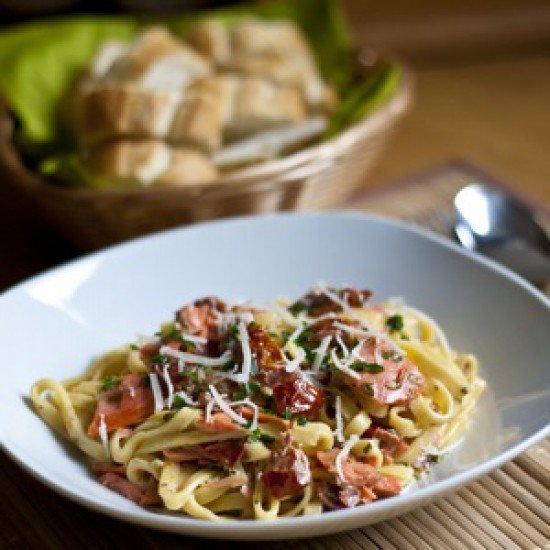 Rezept Tagliatelle mit Räucherlachs und getrockneten Tomaten