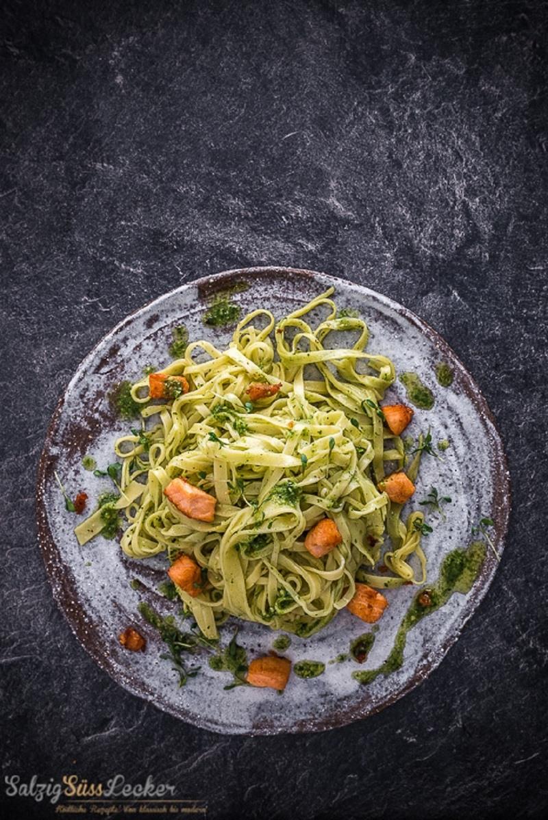 Rezept Tagliatelle mit Rucola-Pesto und Lachs