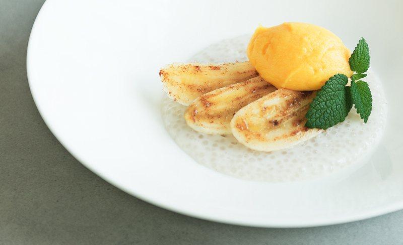 Rezept Tapiokapudding mit karamellisierten Bananenspalten und Mangoeis