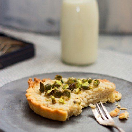 Rezept Tarte mit Milchreis, Kardamom, Pistazien und Rosenwasser