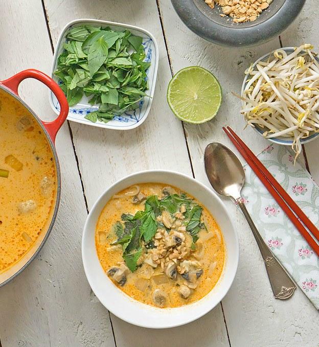 Rezept Thai-Curry-Suppe mit Kokosmilch und Reisnudeln