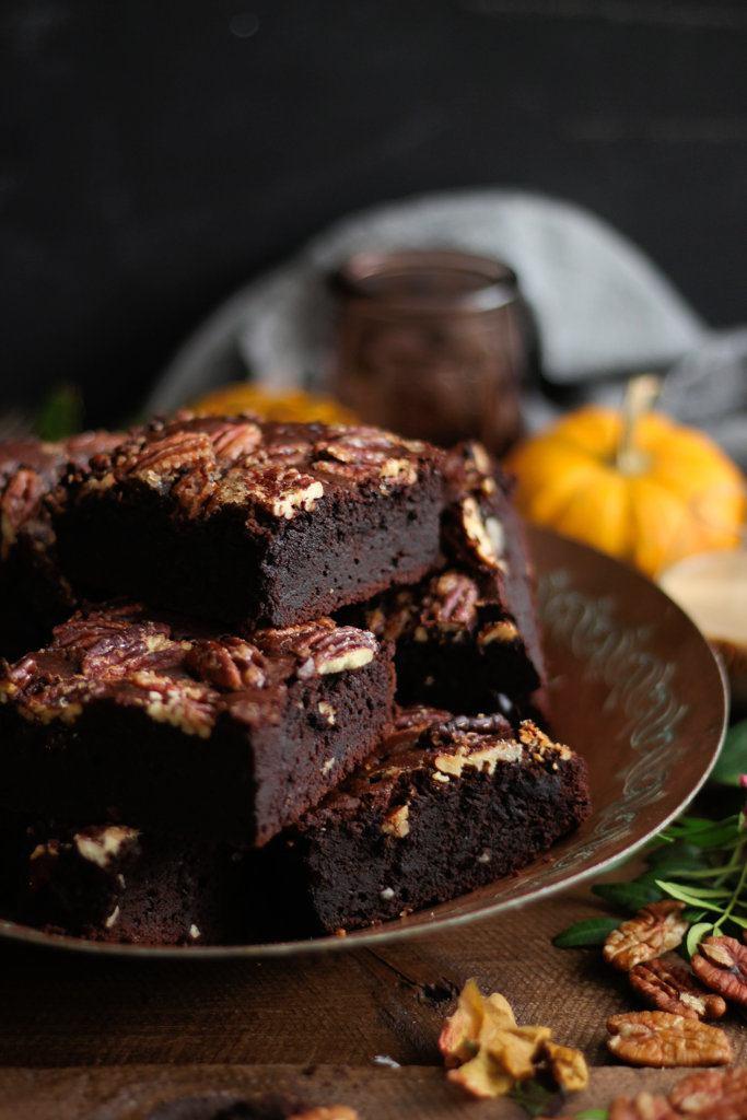 Rezept Toffee Brownies mit gesalzenen Pekanüssen und Ahornsirup