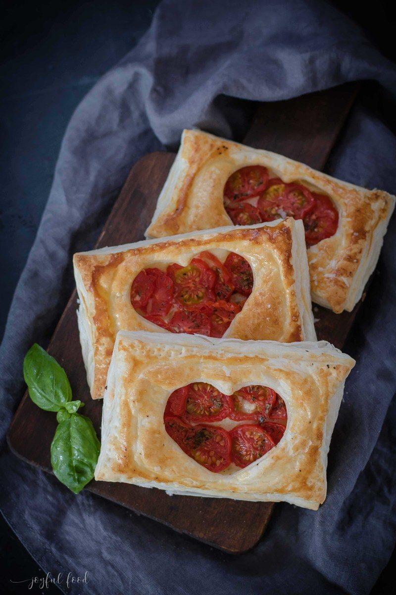 Rezept Tomate Mozzarella Blätterteigtaschen mit Herz