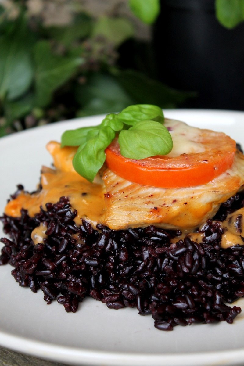 Rezept Tomaten-Mozzarella-Putenschnitzel auf schwarzem Reis