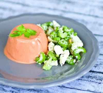 Rezept Tomaten Panna Cotta mit Sellerie-Feta-Walnuss-Salat