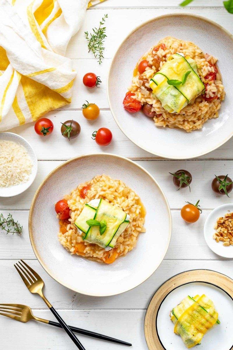 Rezept Tomaten-Risotto mit frischen Tomaten & Zucchini-Ziegenkäse-Päckchen