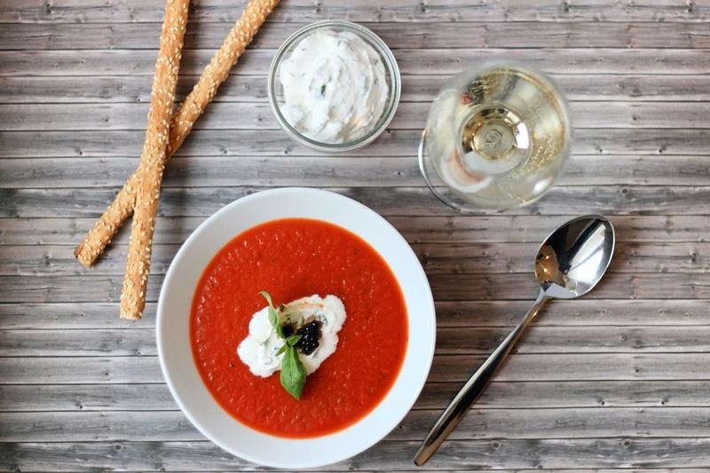 Rezept Tomatensuppe mit Ricotta-Basilikum-Sahne