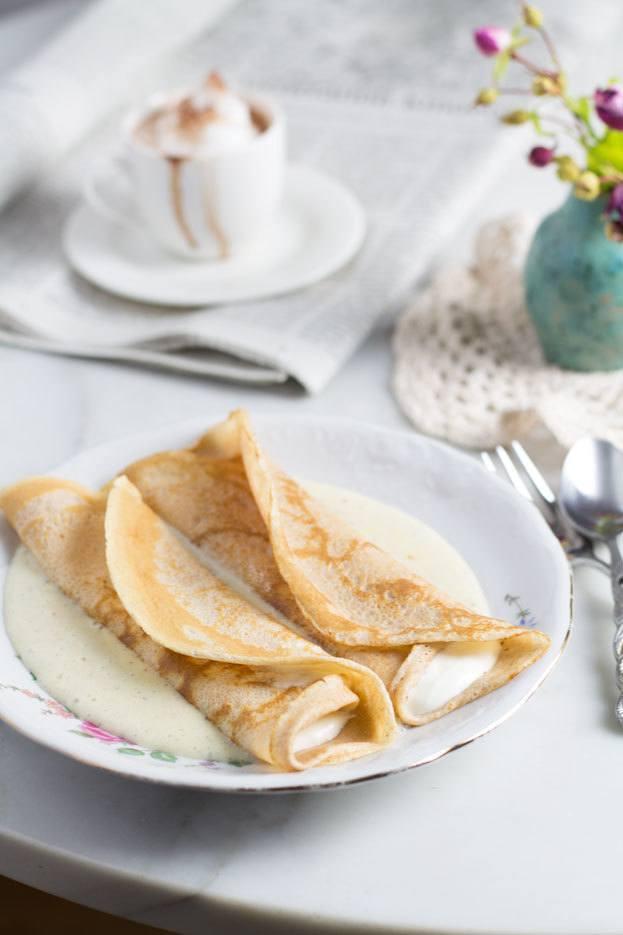 Rezept Topfenpalatschinken mit Vanillesauce (Pfannkuchen mit Quarkfülle)