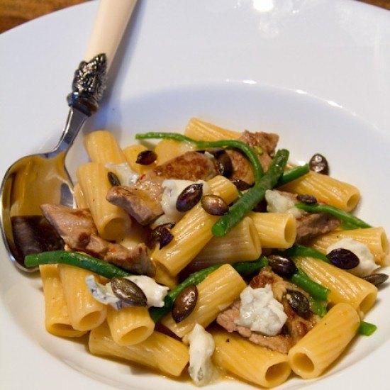 Rezept Tortiglioni mit Rindersteakstreifen, grünen Bohnen und Gorgonzola