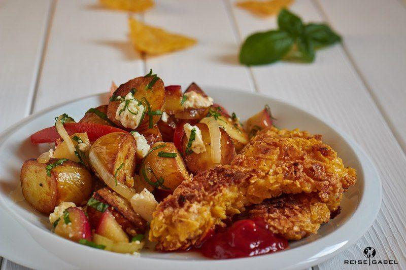 Rezept Tortilla Chips panierte Hähnchenstreifen mit Bratkartoffelsalat