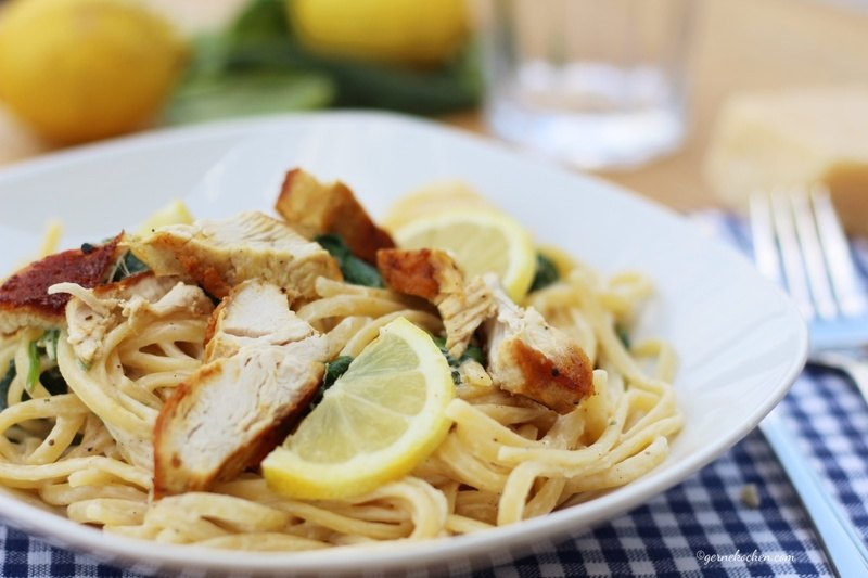 Rezept Unsere Sommerpasta mit Spinat, Zitrone und Hähnchen
