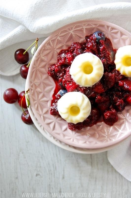 Rezept Vanilleeis mit roter Grütze nach Schwarzwälder Art