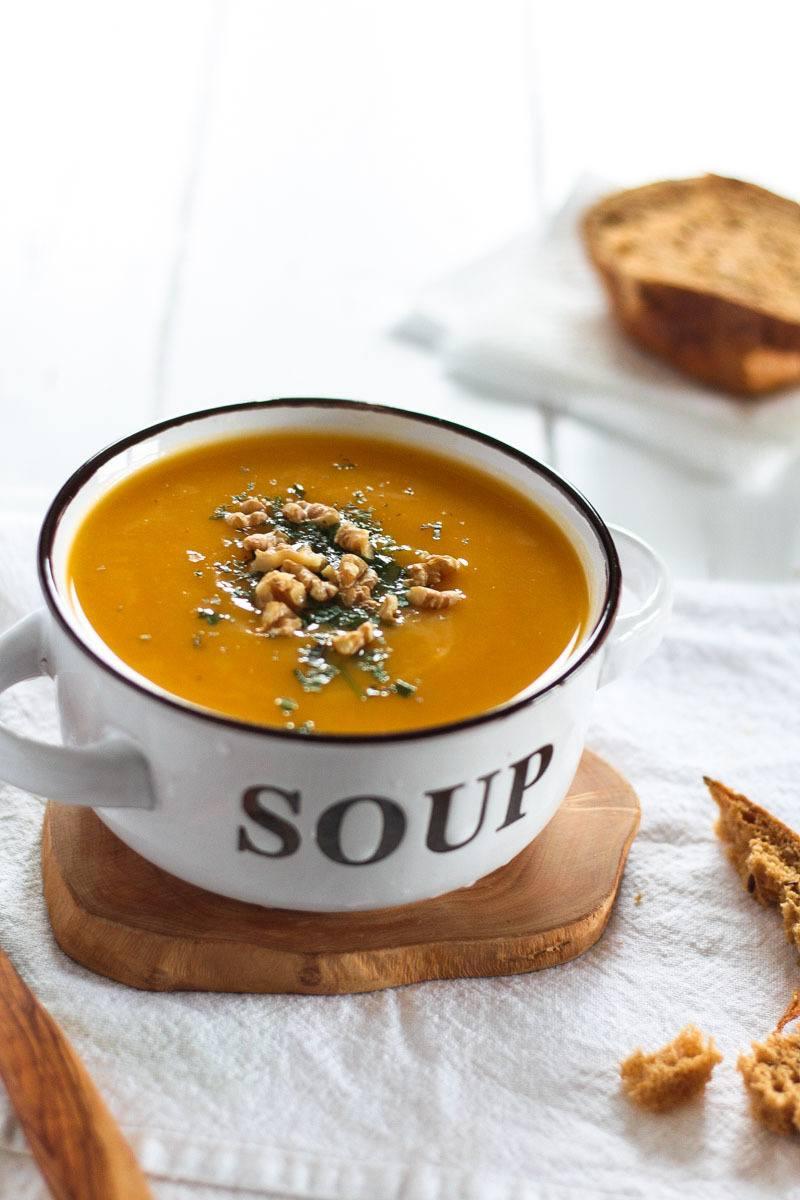 Rezept Vegane Butternusskürbis Suppe mit Pastinaken