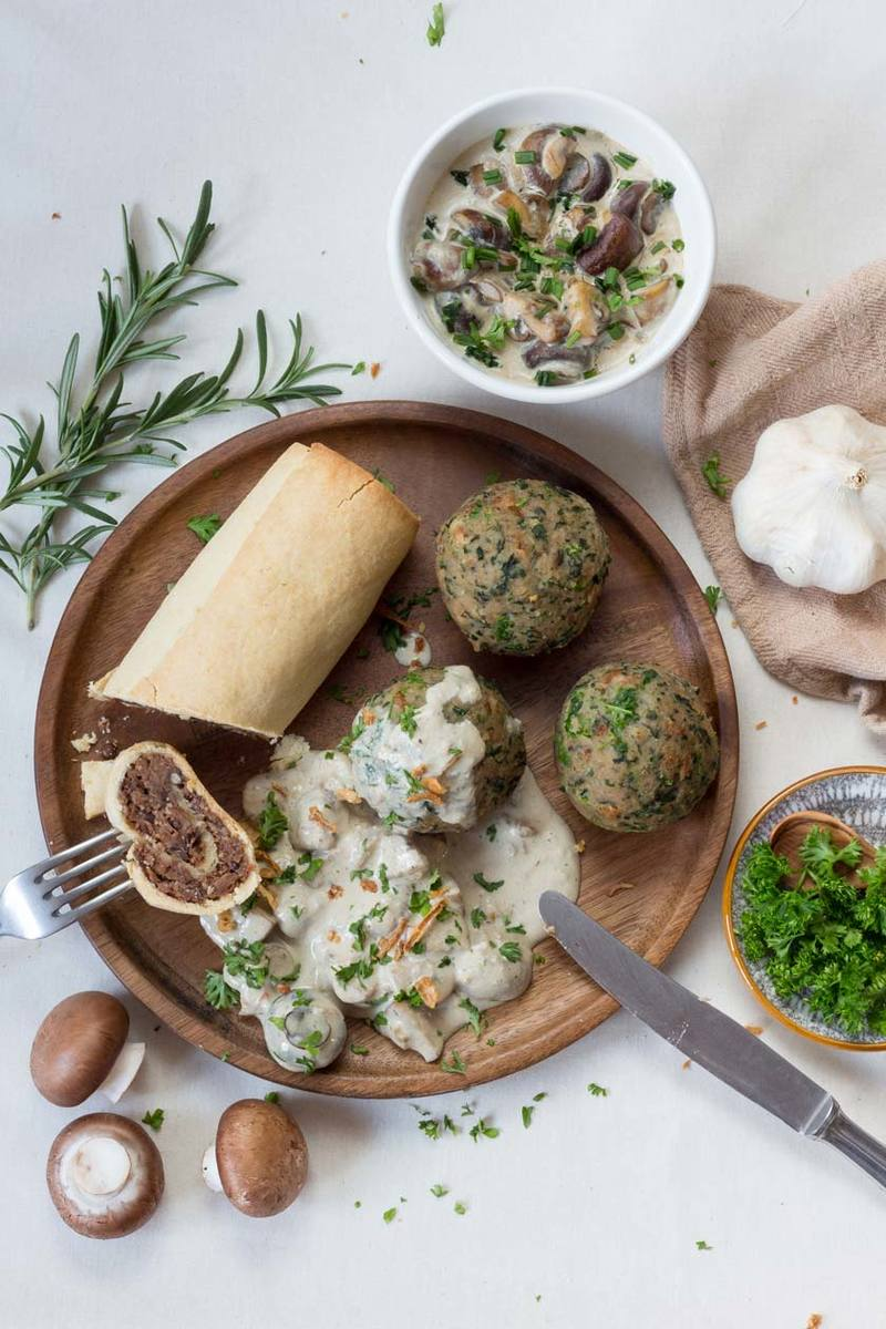 Rezept Vegane Linsenrouladen mit Spinat-Semmelknödeln in Pilzrahmsoße