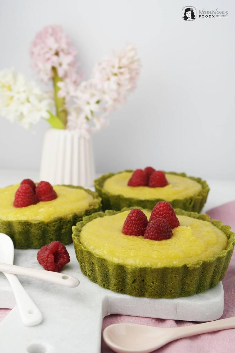 Rezept Vegane Matcha-Tartes mit cremigem Mango Curd