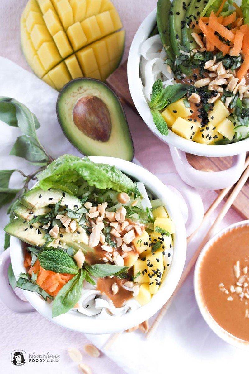 Rezept Vegane Sommerrollen Bowl mit Erdnuss-Chili-Soße | Summer Roll Bowl