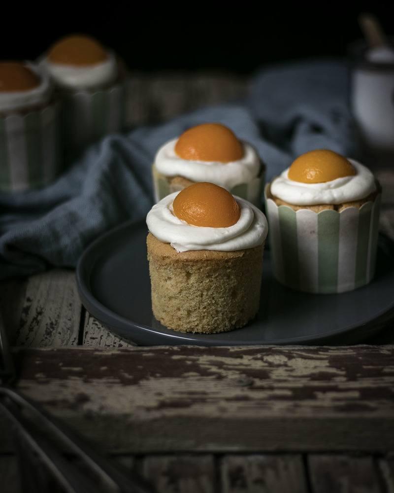 Rezept Vegane Spiegelei-Muffins mit Buttercreme & Aprikosen